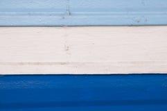 Cortinas de la marina y, azul de cielo, de tira blanca en la madera stock de ilustración