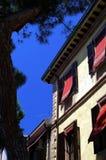 Cortinas en casa italiana Fotos de archivo