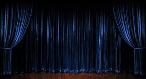 Cortinas Sparkling azuis foto de stock royalty free