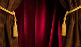 Cortinas vermelhas do teatro Fotos de Stock Royalty Free