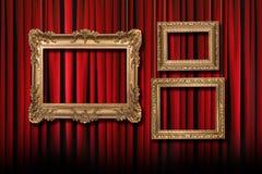 Cortinas vermelhas do teatro do estágio com   Imagem de Stock Royalty Free
