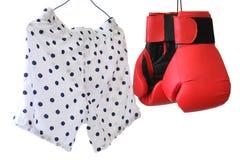Cortocircuito del boxeador y pares de guantes Fotografía de archivo
