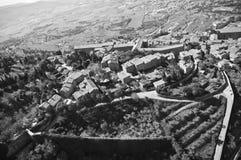 Cortona in Toscanië groen in de provincie van Arezzo stock foto's