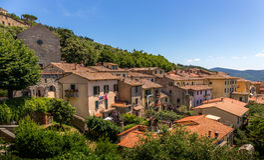 Cortona tuscan stad royaltyfria foton