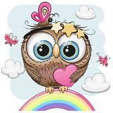 A coruja bonito com coração está sentando-se em um arco-íris ilustração royalty free