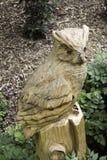 Coruja de madeira cinzelada Fotografia de Stock Royalty Free
