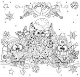 Coruja do Natal no ramo de árvore com corujas pequenas Imagens de Stock Royalty Free