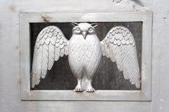 Coruja na porta do cemitério imagem de stock royalty free