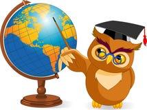 Coruja sábia dos desenhos animados com globo do mundo Foto de Stock