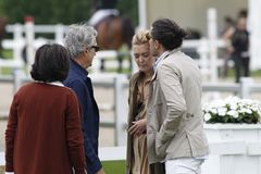 Carlos Torretta kisses Marta Ortega in front of Roberto Torretta and Carmen Echevarría
