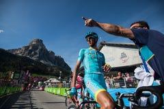 Corvara, Италия 21-ое мая 2016; Профессиональный велосипедист Астана после отделки этапа Стоковое Изображение RF