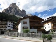 Corvara in Badia (Alta Badia), Italia, montagne di Dolomiten, Sassongher Immagini Stock