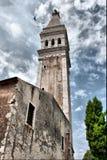Corvi e vecchio campanile Fotografie Stock Libere da Diritti