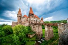 Corvin slott i Rumänien royaltyfria foton