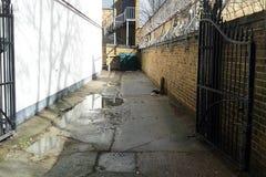 Corvo e portas em Londres imagem de stock royalty free
