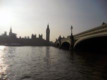 Corvo e portas em Londres imagens de stock royalty free