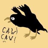 Corvo preto do pássaro no fundo amarelo Fotos de Stock
