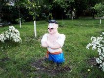 cosacco ucraino della scultura che sta nel parco fotografia stock