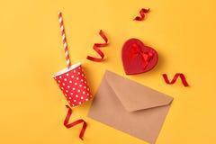 Cosas de la fiesta de cumpleaños Concepto de la celebración Endecha plana Imagen de archivo libre de regalías
