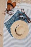 Cosas de la playa en la toalla de playa Fotografía de archivo libre de regalías