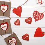 Cosas dulces para el día de tarjeta del día de San Valentín Corazón de madera, galletas, marco de la foto Imagen de archivo libre de regalías