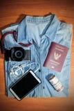Cosas necesarias a embalar para el viaje Foto de archivo libre de regalías