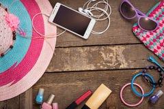 Cosas para la mujer joven de la playa Imagen de archivo libre de regalías