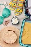 Cosas personales del verano para las vacaciones Fotografía de archivo