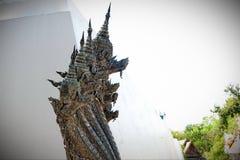 Cosas sagradas de la estatua del Naga que respecto de los budistas fotografía de archivo