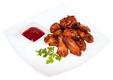 Coscia arrostita del pollo con salsa su una zolla quadrata Immagine Stock Libera da Diritti