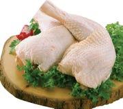 Coscie di pollo crude con i vagetables immagine stock