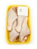 Coscie di pollo crude in un pacchetto Fotografia Stock
