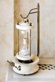 Cose dell'annata Orologio di legno della sabbia di vecchio stile Idee interne Cronometri il concetto Fotografie Stock