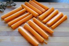 Cosecha cuadrada fresca del paisaje de los palillos de zanahoria fotos de archivo
