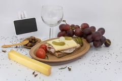 Cosecha de la uva de la invitación, nouveau del Beaujolais, cena del aperitivo imagenes de archivo