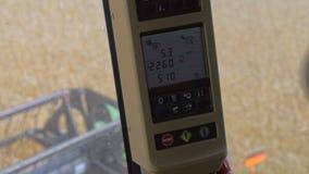 Cosecha del panel de control de la cosechadora dentro de la visión almacen de video