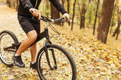 Cosecha tirada de la bicicleta masculina del montar a caballo Imagen de archivo libre de regalías