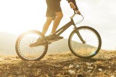 Cosecha tirada de varón en la bicicleta Fotos de archivo libres de regalías