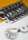 Coseup del volume della chitarra elettrica Fotografia Stock Libera da Diritti