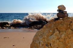 Cosiddetto piccolo uomo sabbia portoghese che aspetta l'inondazione fotografia stock