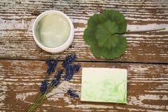 Cosmético orgánico Cosméticos y crema de la hierba de los componentes handmade fotos de archivo