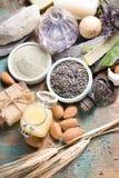 Cosméticos de la naturaleza, preparación hecha a mano con aceites esenciales y a Imágenes de archivo libres de regalías