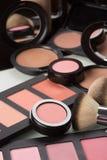 Cosméticos del maquillaje polvo compacto, mineral imagenes de archivo