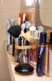 Cosméticos en el cuarto de baño Foto de archivo libre de regalías
