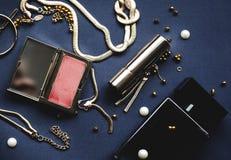 Cosméticos femeninos con perfume Foto de archivo
