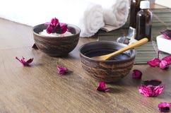 Cosméticos para la sesión del masaje en el salón del balneario La hora para se relajan y los procedimientos de la belleza imagenes de archivo