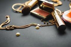 Cosméticos y accesorios femeninos Foto de archivo libre de regalías