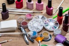 Cosméticos y accesorios para la manicura o la pedicura, concepto de clavo Foto de archivo