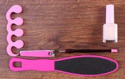 Cosméticos y accesorios para la manicura o pedicura, espacio de la copia para el texto a bordo Fotografía de archivo