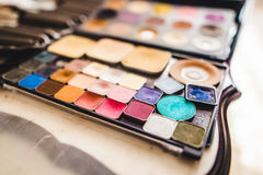 Cosméticos y cepillos del maquillaje Fotos de archivo